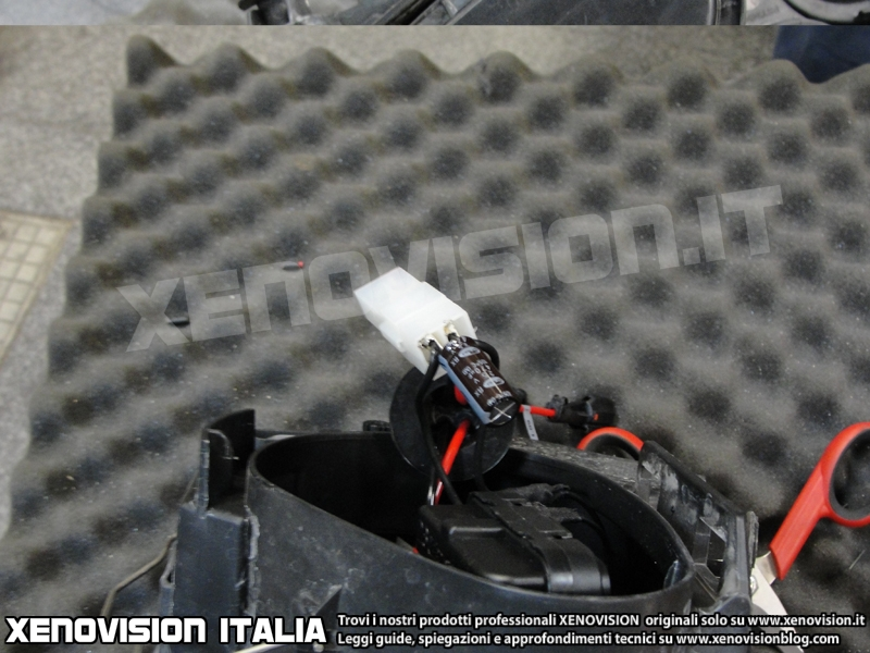 xenovision-guida-istallazione-kit-xenon-canbus-golf-vi-14B